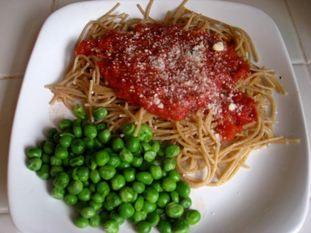 Simple 5 Minute Tomato Sauce (for pasta or pizza)