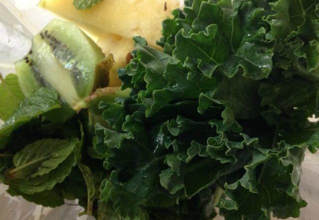 2 Raw Fruit Leather Recipes- Berry Pear & Pineapple Mint Kiwi Kale