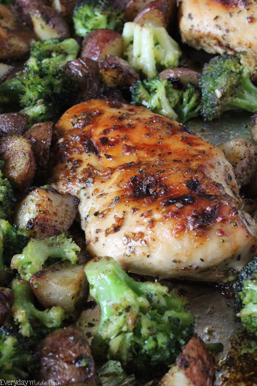 One-Pan-Chicken-and-Broccol