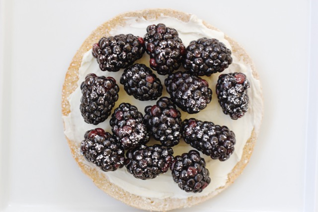 8 Simple Sandwich Thin Recipes -Black Berry Cream Cheese Round