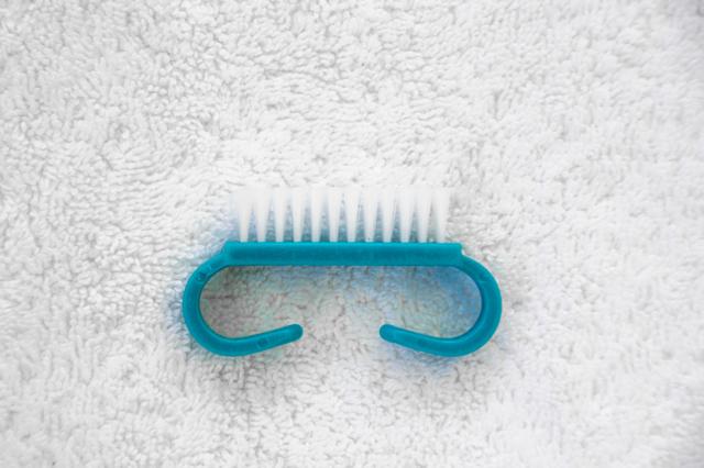 DIY-Pedicure-Brush