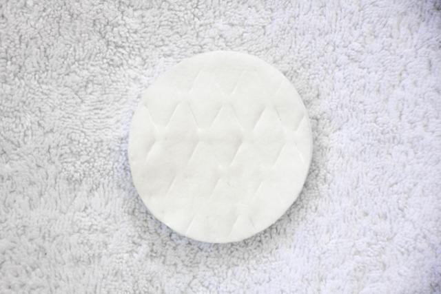 DIY-Pedicure-cotton-pads