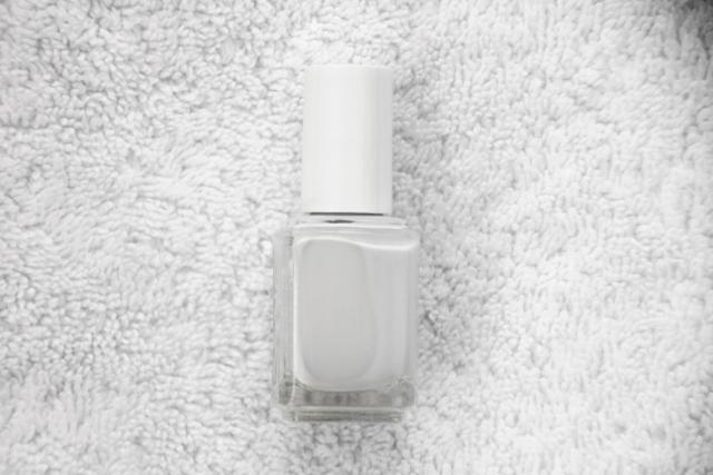 Diy-pedicure-white-polish