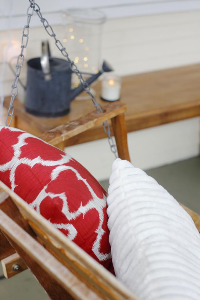 sunroom-porch-swing-pillows