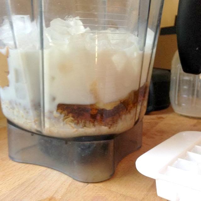 blender-ingredients-cashew-smoothie